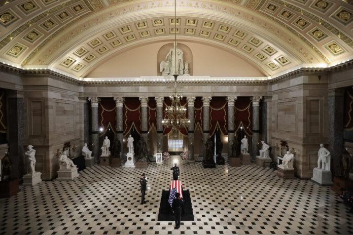 Usa 2020 - 38 - Corte Suprema - Ginsburg - Barrett