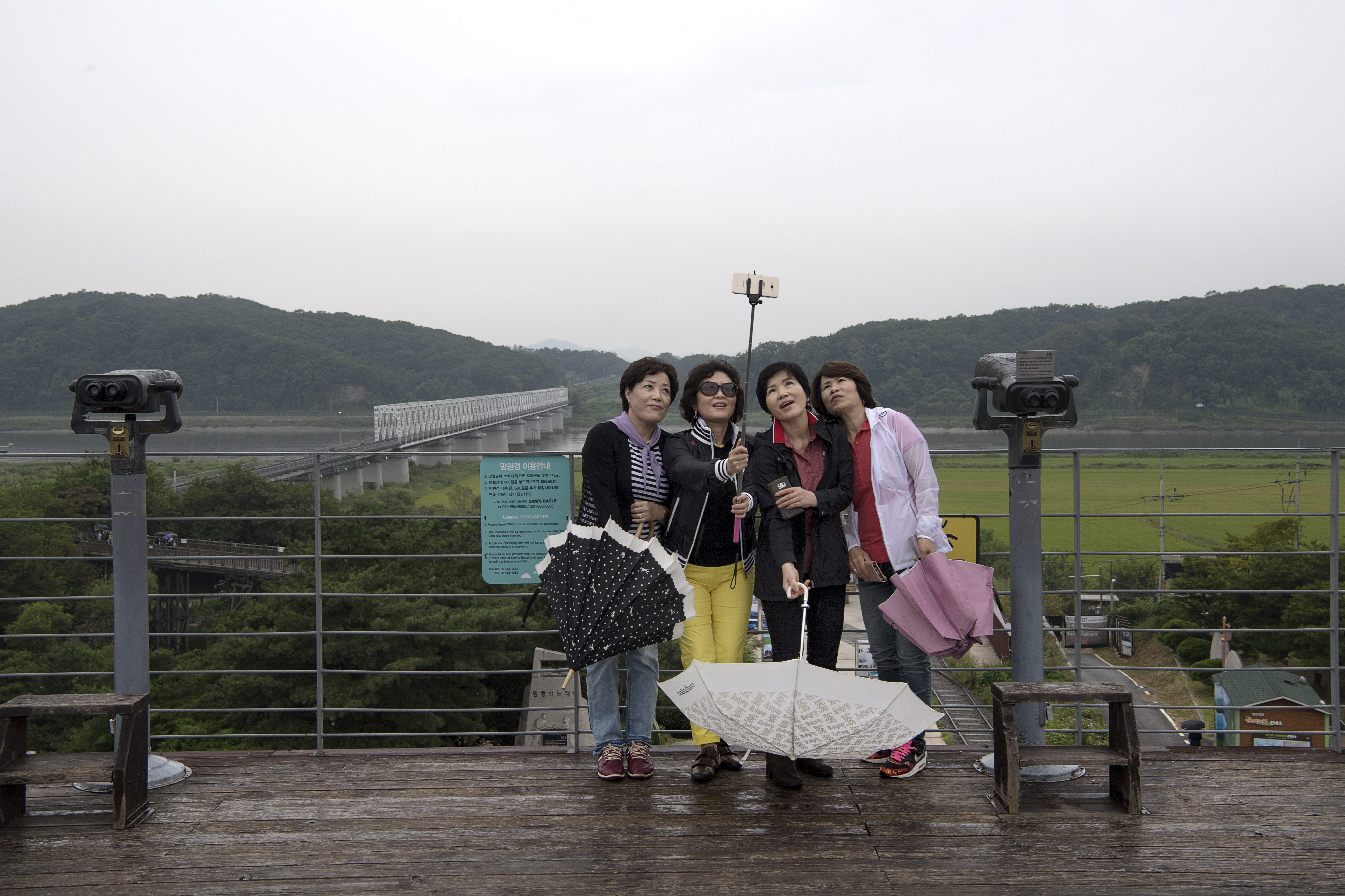 Corea-turisti sul confine