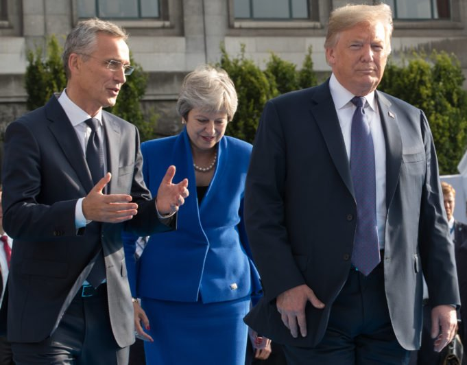 Nato - Vertice - Stoltenberg - May - Trump