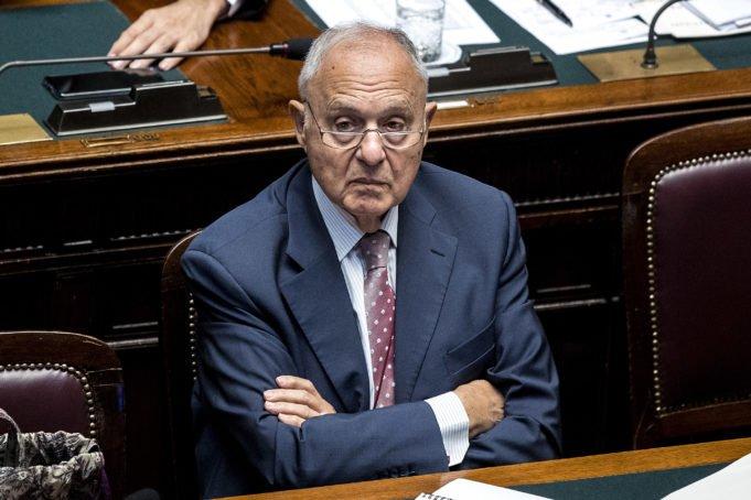 Savona - ministro - cigno nero