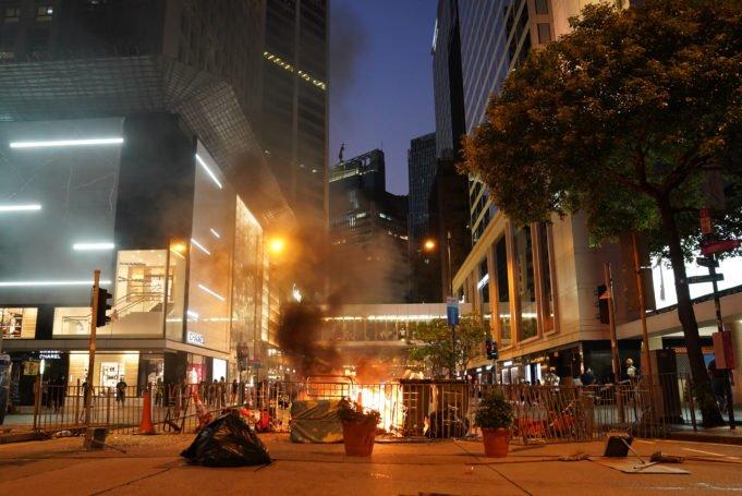 Hong Kong - proteste - fuoco