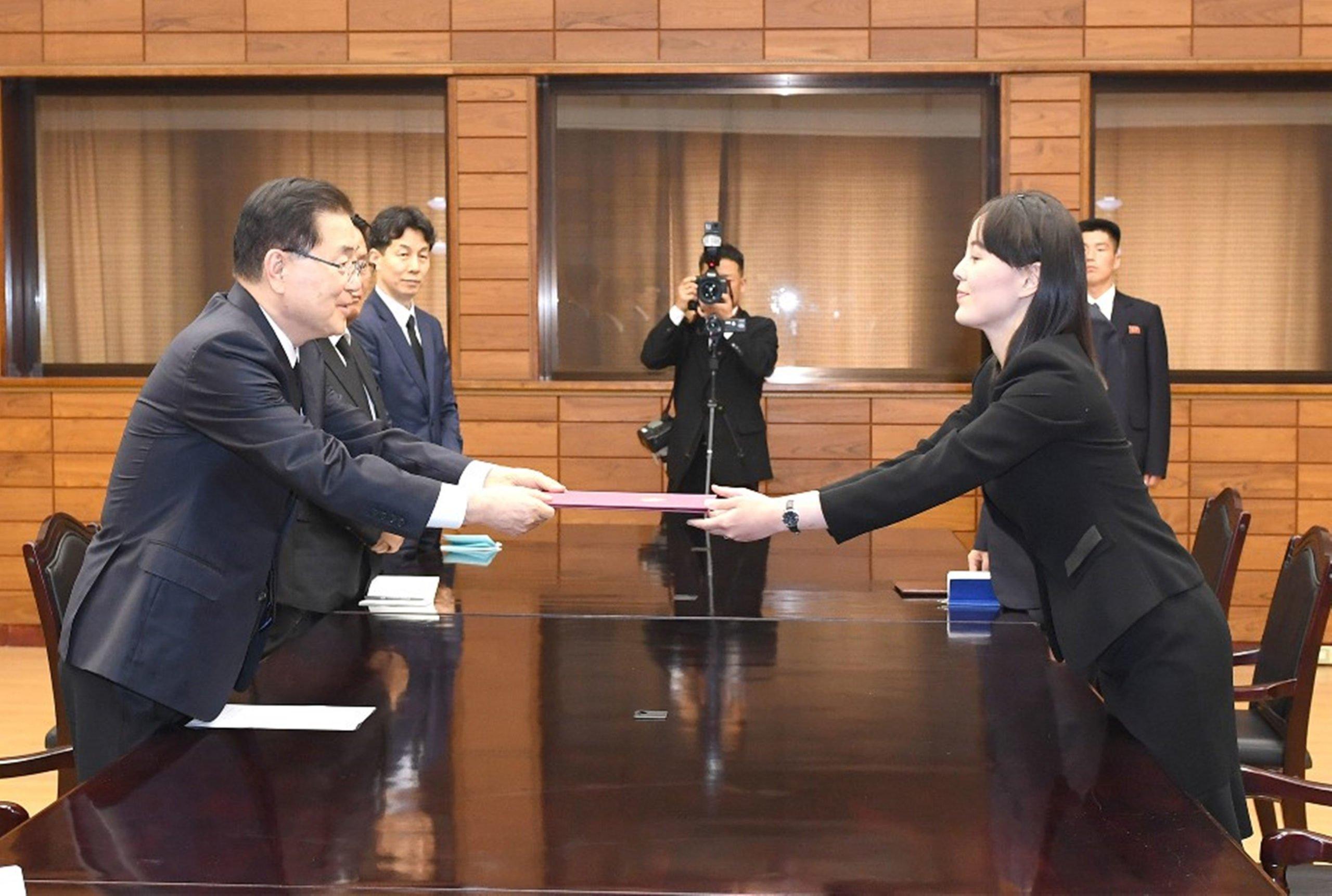 Corea - volantini - altoparlanti