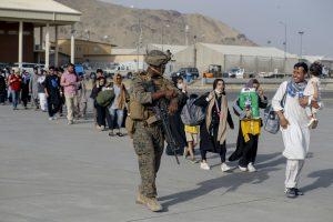 210820 Afghanistan - evacuazione - proteste - bandiera