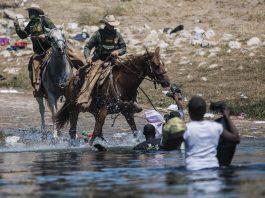210922 Usa - migranti - Haiti - polizia a cavallo